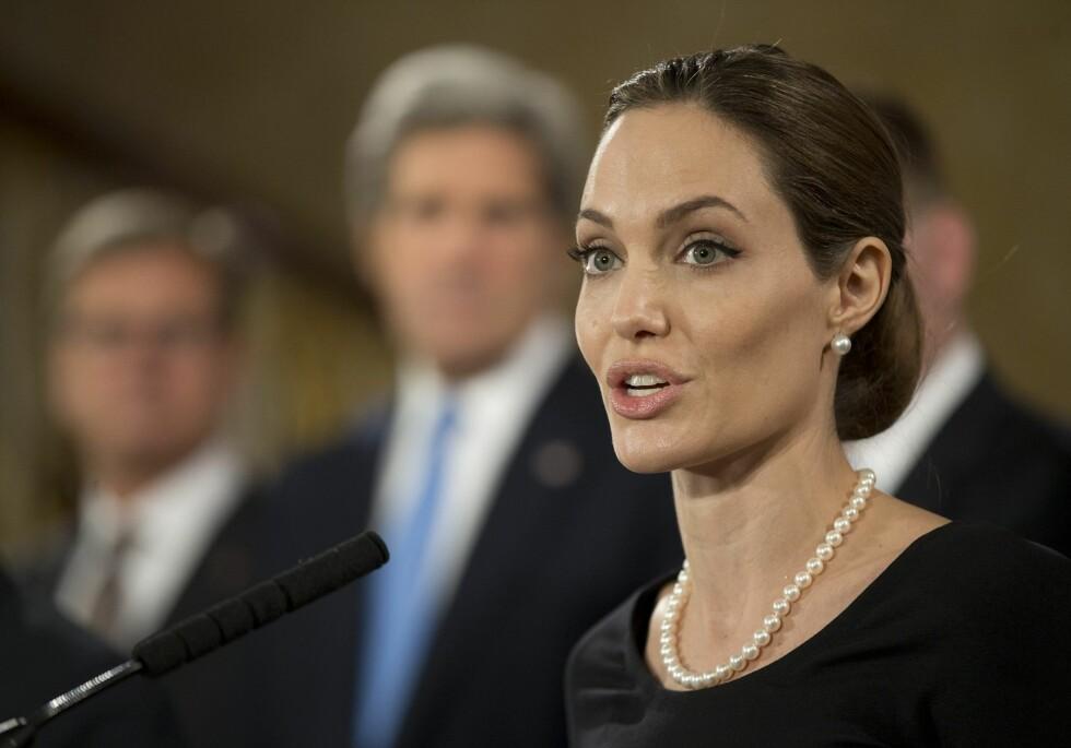 Angelina Jolie fikk rekonstruert brystene sine etter ni uker. I Norge er ventetiden en del lenger. Foto: All Over Press