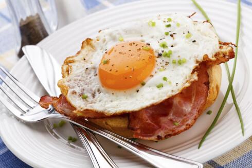 GOD FROKOST: Har du mage til det, så spis gjerne et speilegg til frokost. Bacon er sikkert bra, det også ;-) Foto: Getty Images/iStockphoto