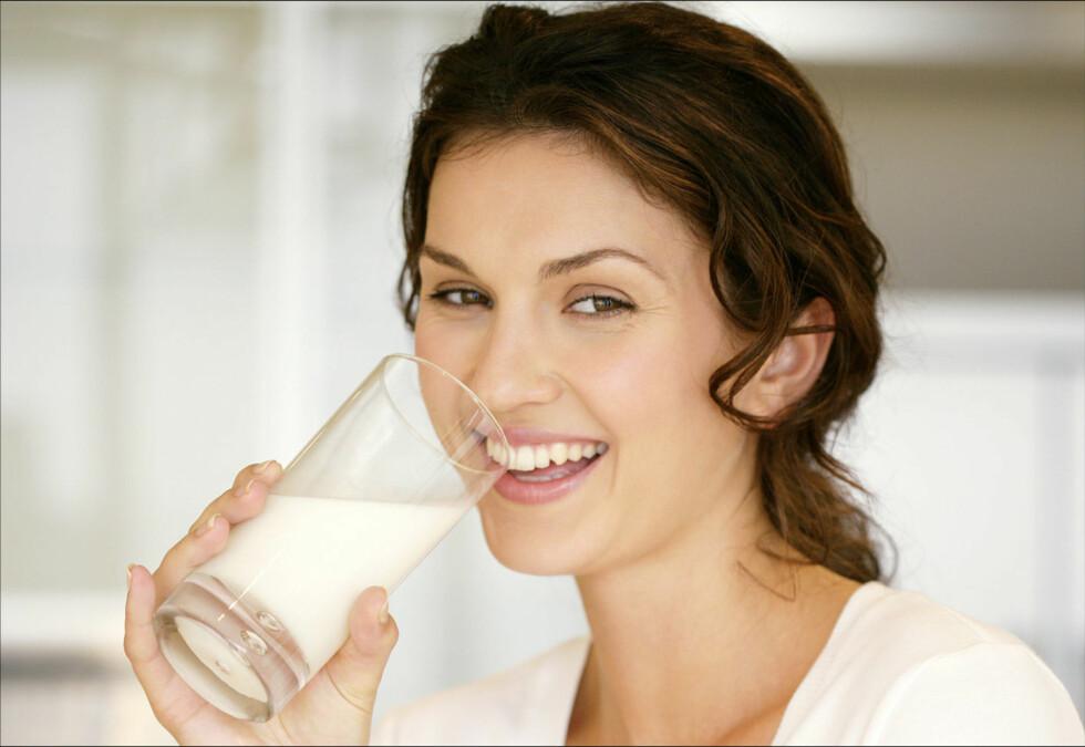 NYT ET GLASS TIL FROKOST: Å starte dagen med et glass melk tilfører kroppen kalsium, jod, fosfat, protein, og vitaminene B2 og B12, og gir en god start. Foto: Thinkstock.com