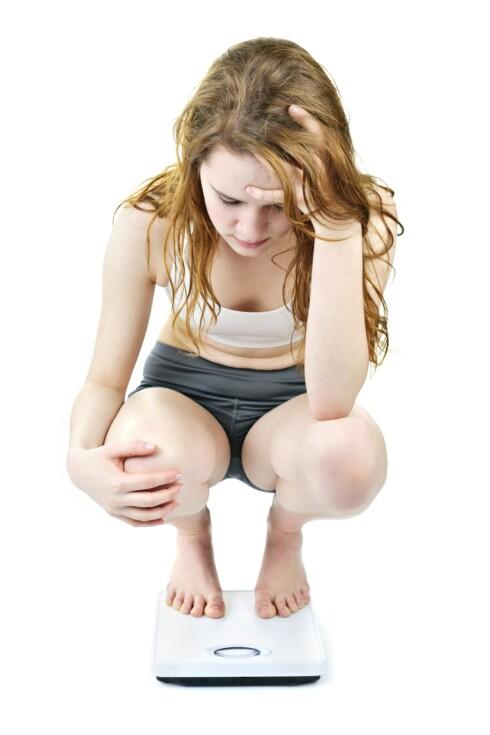 SAMMENLIGNER SEG MED ANDRE: Personer som er sårbare for spiseforstyrrelser sammenligner og måler seg svært ofte med andre.  Foto: Thinkstock