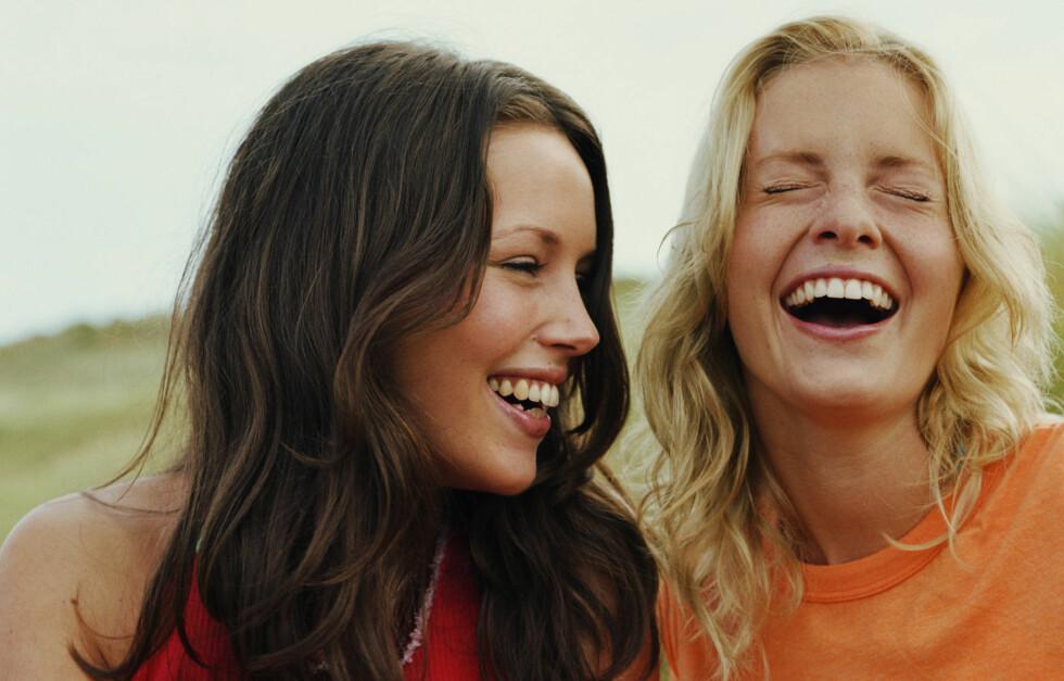 HJERTELIG: Vi klarer alle å merke når latteren er uekte - men vet du hvordan? Foto: Getty Images