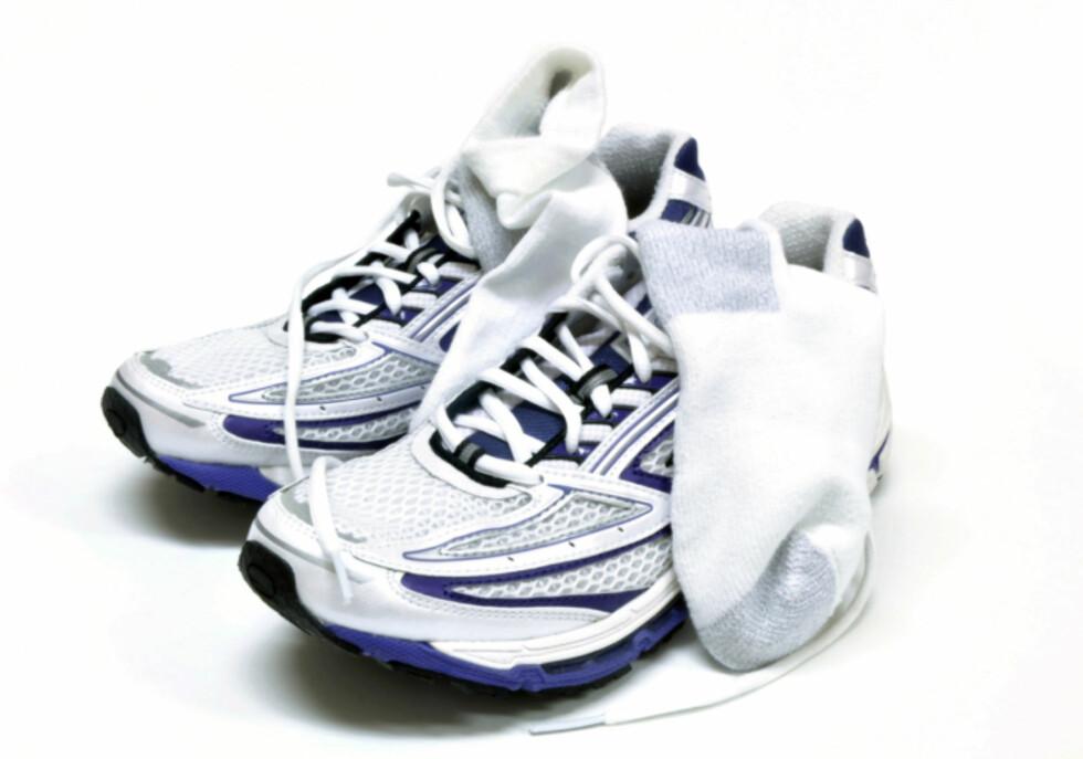 DYVÅT? Velger du bomullssokker til joggeturen i regnet, blir du garantert klissvåt på føttene. Da øker sjansen for gnagsår betraktelig, så gå heller for sokker i ull.  Foto: Getty Images/Hemera