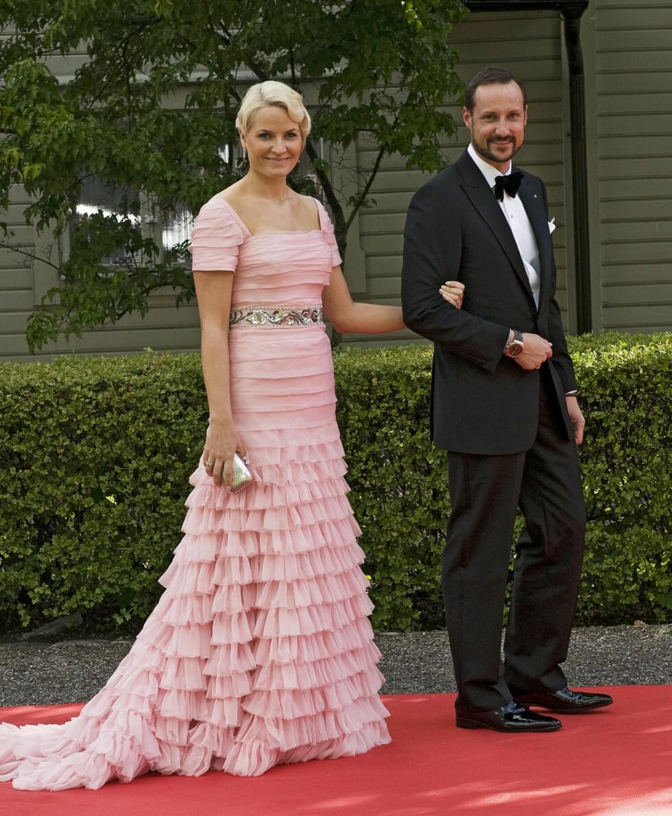 2010: Kronprinsessen fikk MYE skryt for denne rosa Peter Dundas-kjolen.  Foto: All Over Press