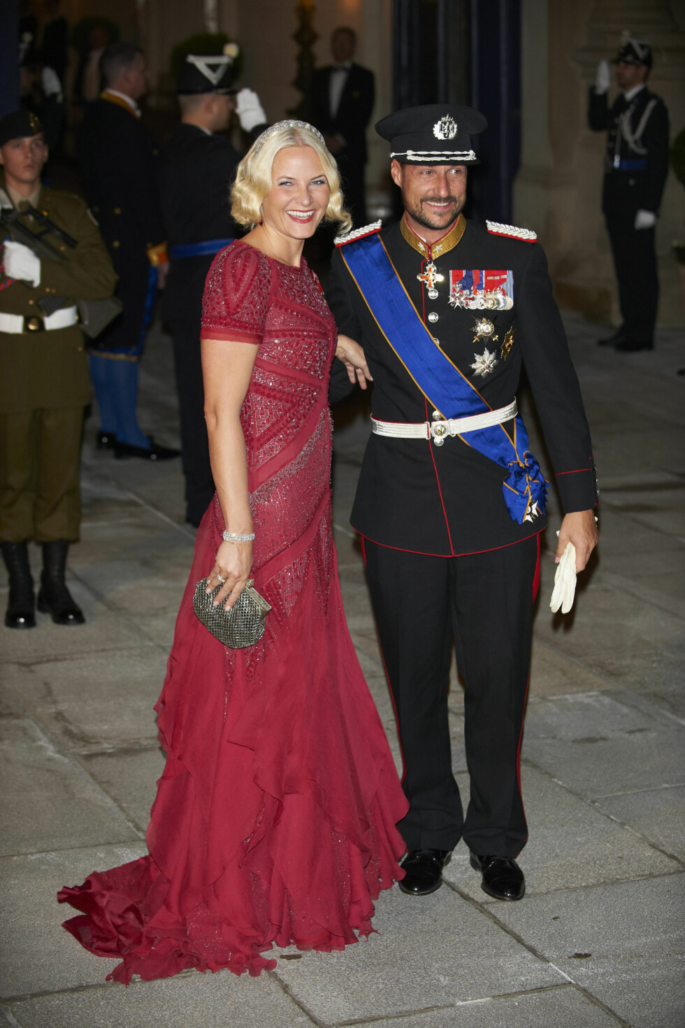 2012: I rød kjole fra Pucci.  Foto: All Over Press