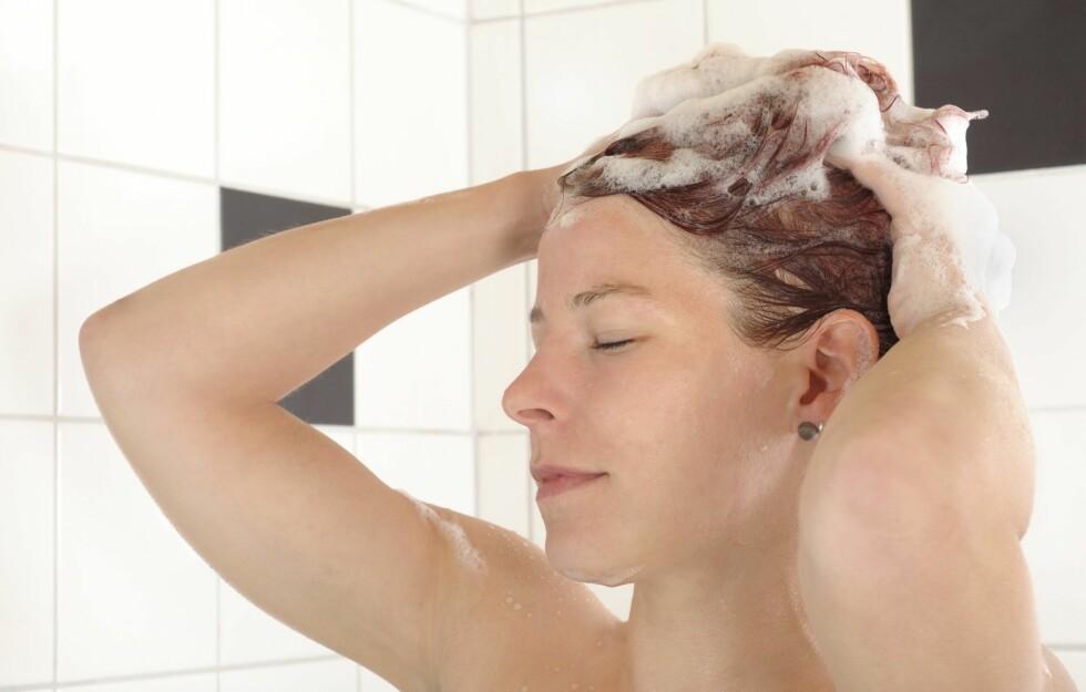 IKKE DROPP SJAMPOEN: Stadig flere velger å droppe bruken av sjampo, og kun bruke balsam/hårkur når de vasker/rengjør håret. Men er egentlig dette bra? Få ekspertens svar i denne saken! Foto: Thinkstock