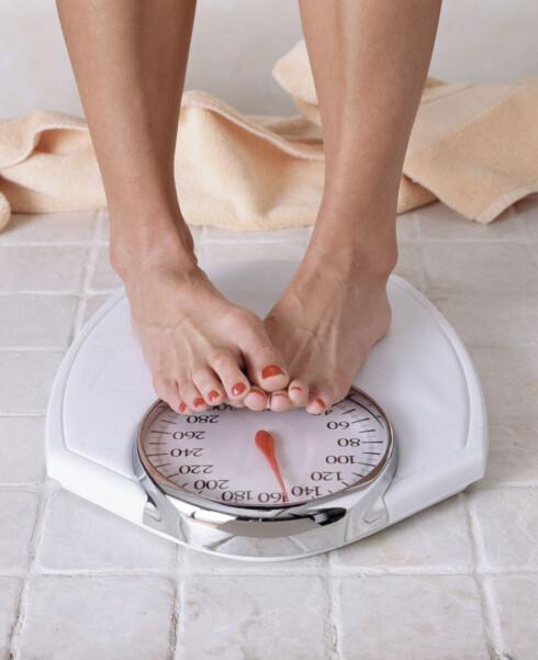FEIL FOKUS: Ikke heng deg opp i vekta - du bør bekymre deg mer for kroppsfasongen! Foto: Getty Images/iStockphoto