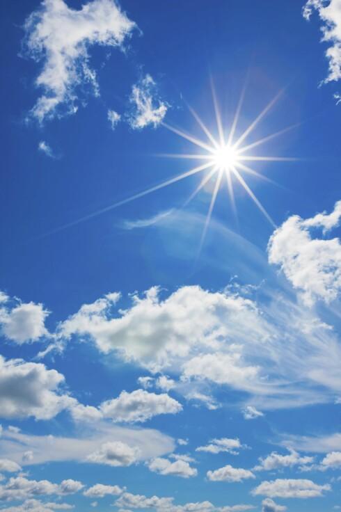 KOM DEG UT: Sol gir D-vitaminer, som igjen øker opptaket av kalsium. Foto: Getty Images/iStockphoto