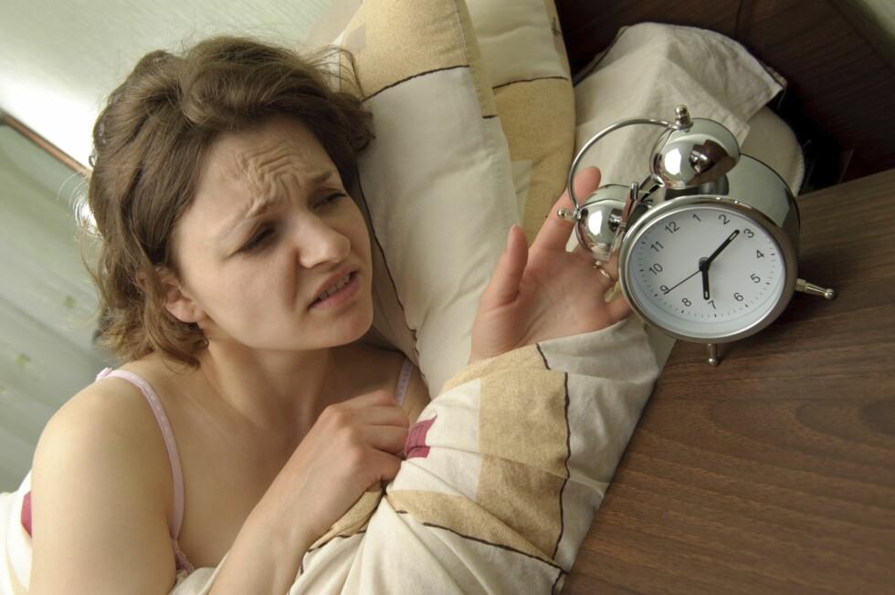 IKKE TRYKK PÅ SLUMRE-KNAPPEN: Det å slumre om morgenen er å gjøre seg selv en såkalt bjørnetjeneste - du vil faktisk bare bli trøttere.  Foto: Thinkstock
