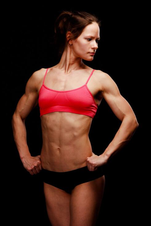 TRENDY: Fitnessdamer har blitt trendy. Men husk - de ser bare ut som dette når de skal konkurrere. Vanligvis har de mye høyere fettprosent! Foto: Colourbox