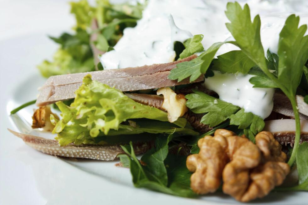 VALNØTTER: Nøtter kan brukes til mer enn du tror, prøv for eksempel litt i salaten din.  Foto: Thinkstock.com