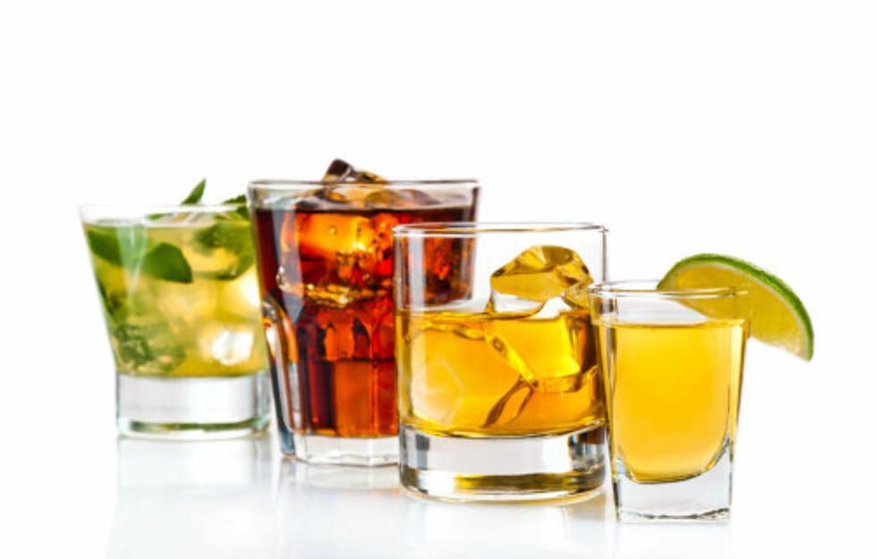 KALORIBOMBE: Alkohol er flytende kalorier som det kan være lett å få for mye av.  Foto: Getty Images/iStockphoto