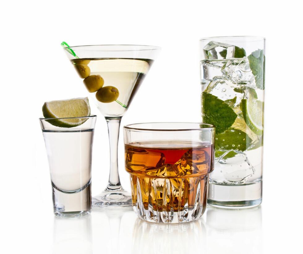 ALKOHOL: Styr unna de mest fancy kaloribombene. Jo mer kalorier drinken inneholder, jo sultnere blir du! Foto: Getty Images/iStockphoto