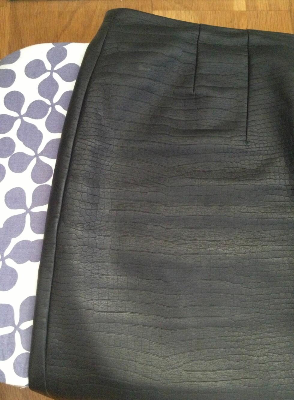 ETTER: Ja, du kan stryke skinn!  Selv om skinnplagget har tekstur, trenger det slettes ikke å være skrukkete.  Foto: Aina Kristiansen