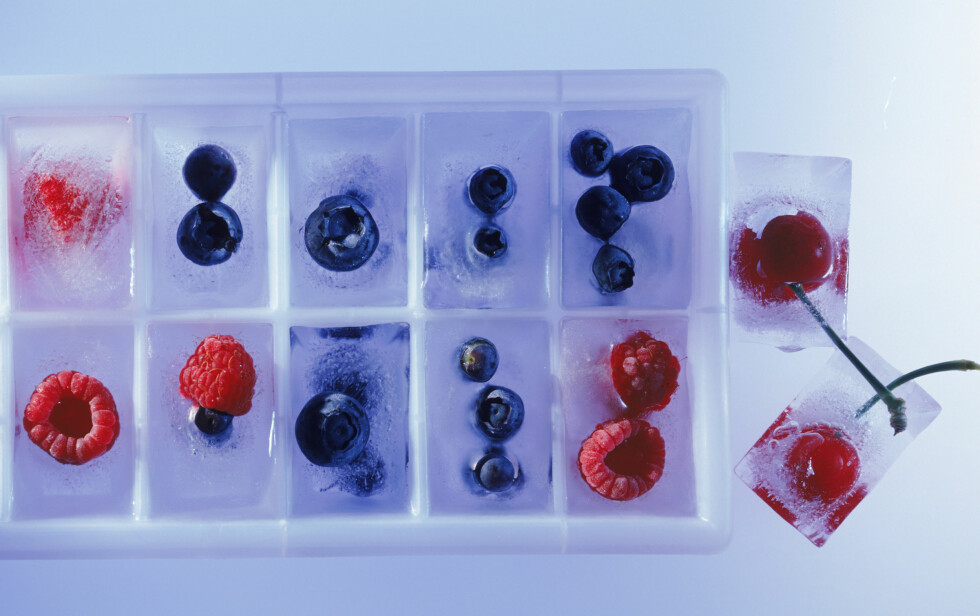 <strong>FRUKT OG SMOOTHIE:</strong> Hvis du har mye frukt i kjøleskapet kan du for eksempel lage en kjempeporsjon med smoothie og fordele den i isbitbrettet etterpå, så har du raskt en smoothie senere.  Foto: Thinkstock.com