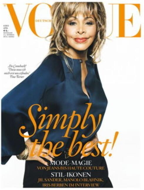 DETTE BILDET ER HISTORISK: Tina Turner pryder forsiden på april-utgaven til tyske Vogue.  Foto: © VOGUE