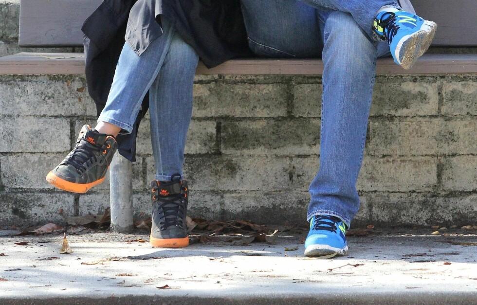STILIGE SNEAKERS: Med et par fargerike, kule sneakers på føttene er du klar for det meste denne våren.  Foto: All Over Press