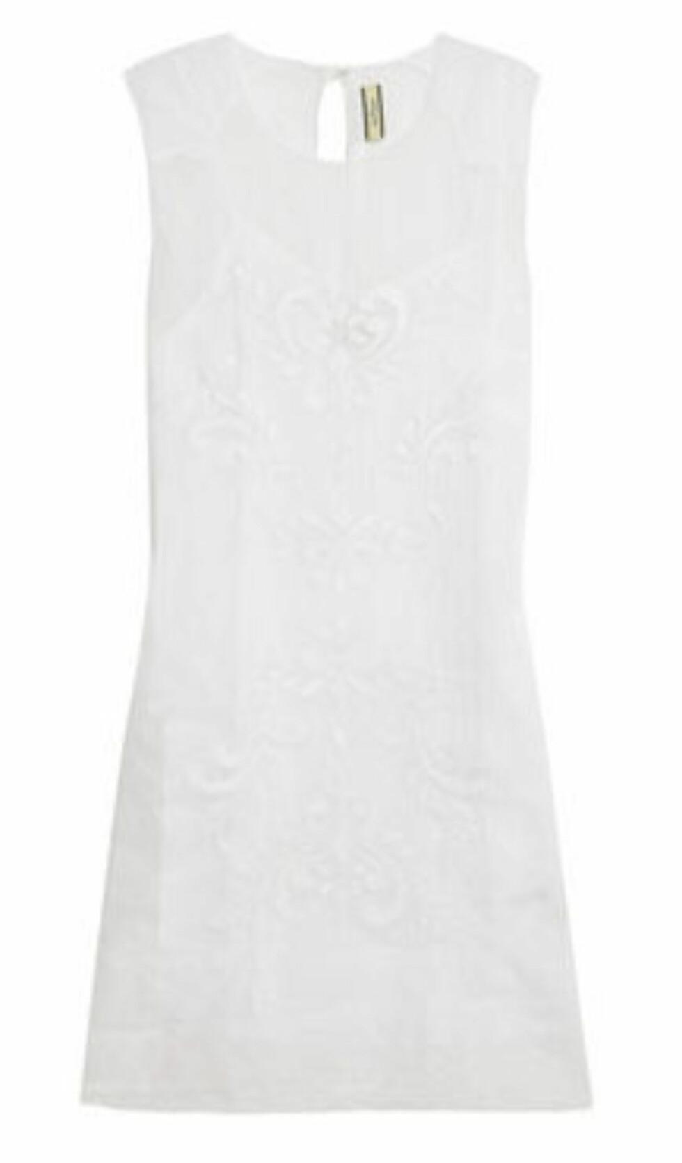 Enkel kjole med blonder fra By Malene Birger (kr 2200, Net-a-Porter.com). Foto: Produsentene