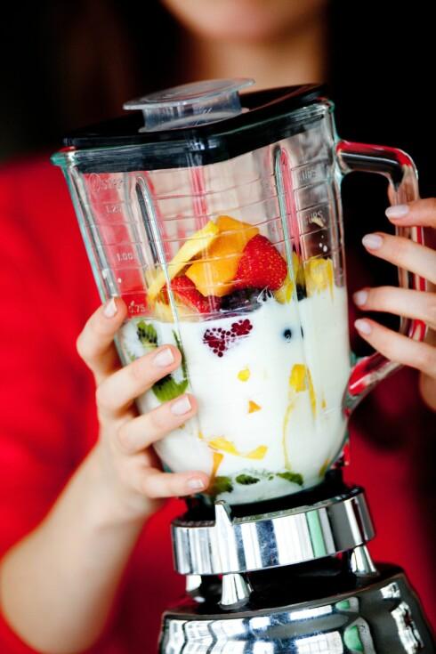 """DRIKK MED MÅTE: Selv om smoothies kan være sunt, er det likevel ikke en drikk du kan drikke ubegrensede mengder av. For høye doser av """"supermat"""" kan gjøre det vanskelig for kroppen å ta opp og bruke næringsstoffene. Foto: All Over Press"""