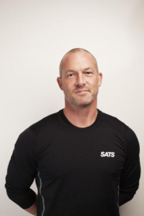EKSPERTRÅD: PT-leder på SATS, Peter Cederholm, har tips til deg som trener alene. Foto: SATS