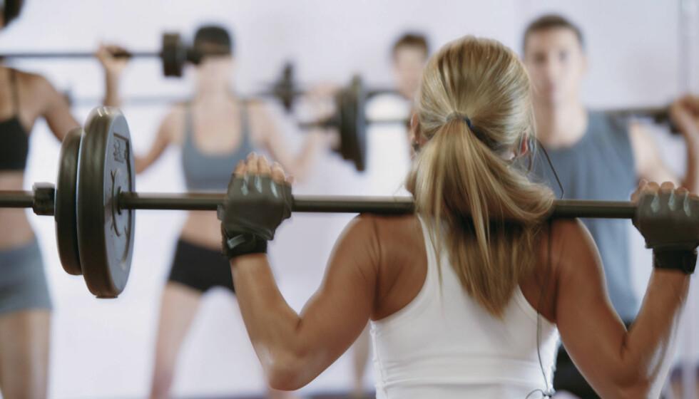 STYRKETIME: De fleste treningssentre har gruppetimer som handler om styrketrening. Foto: Getty Images/Comstock Images