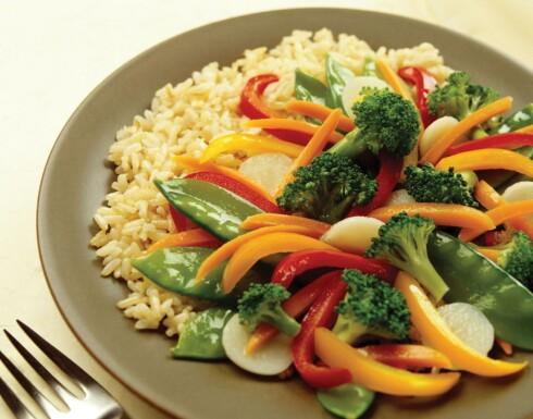 SMART MIDDAG: En wok til middag er en enkel måte å få inn masse grønt i kosten. Foto: PantherMedia
