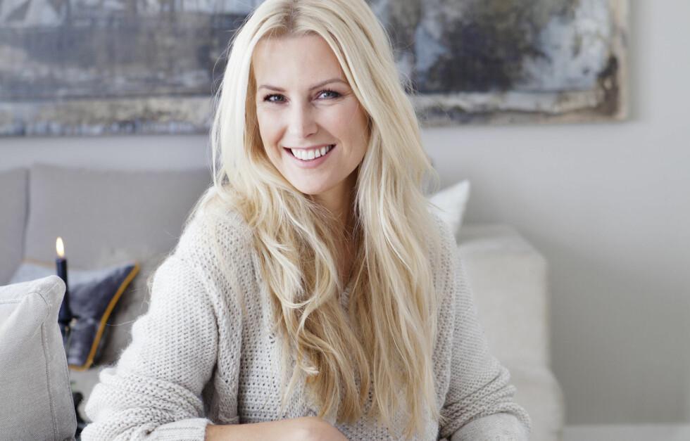 TRIVES GODT: Programleder Vibeke Klemetsen viser fram sitt lekre hjem i nyeste utgave av KK Living. Boligstyling: Tone Kroken   Foto: All Over Press Norway