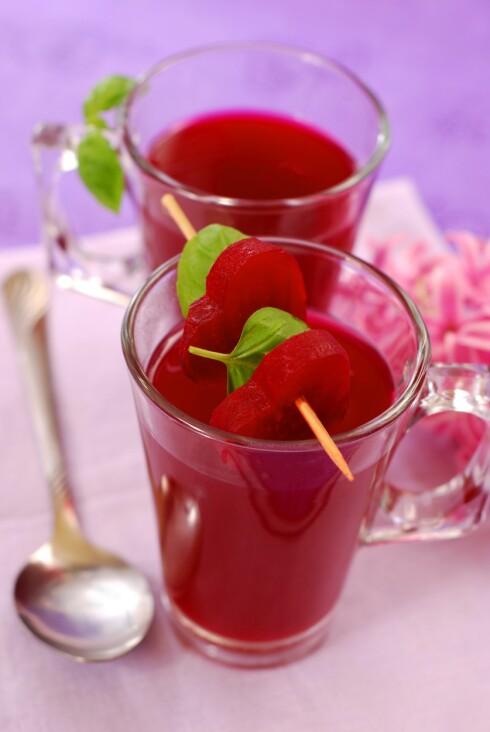 PROPPFULLE AV NÆRINGSSTOFFER: Rødbeter er proppfulle av viktige næringsstoffer - spis eller drikk det gjerne daglig.  Foto: Thinkstock