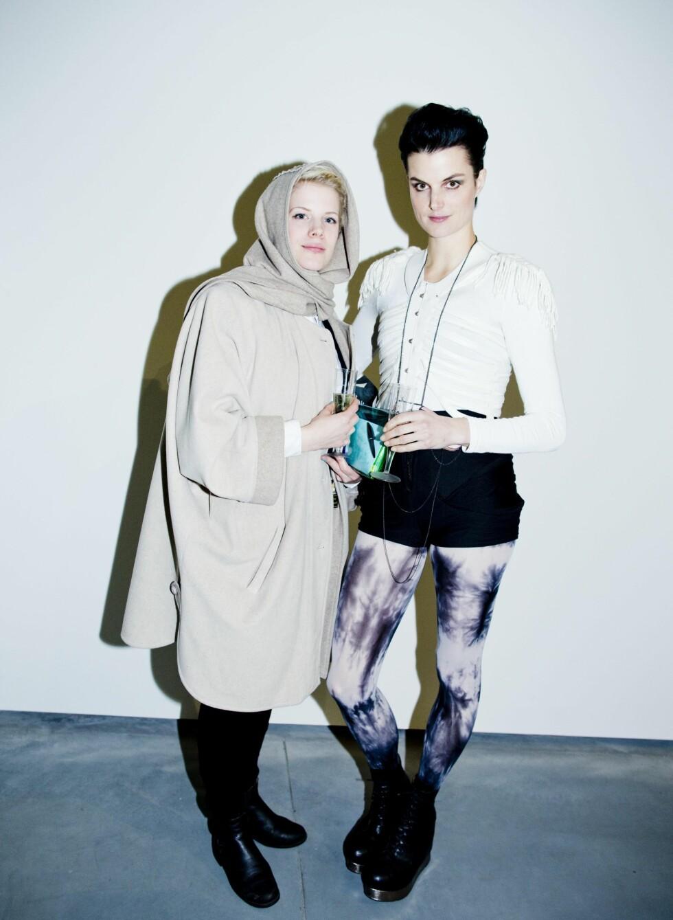 Karin Park (til høyre) hadde på seg outfit fra Annike Flo.  Foto: Sara Johannessen