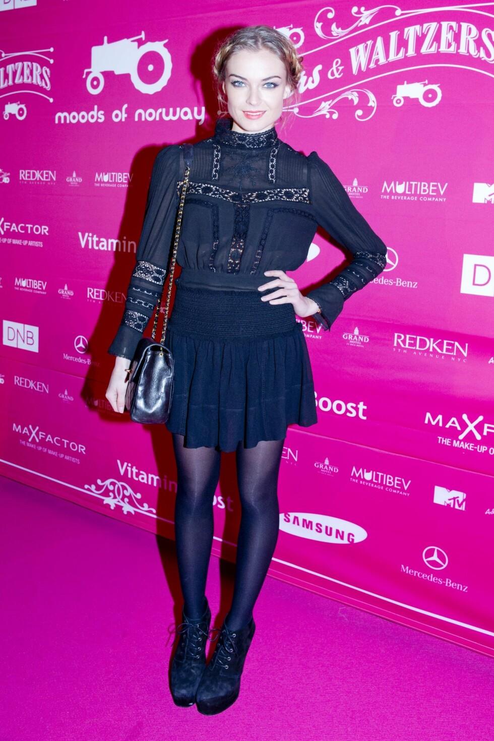 Charlotte Thorstvedt: Topp og skjørt fra Isabel Marant, sko fra Samsøe Samsøe og Chanel-veske. Foto: KK