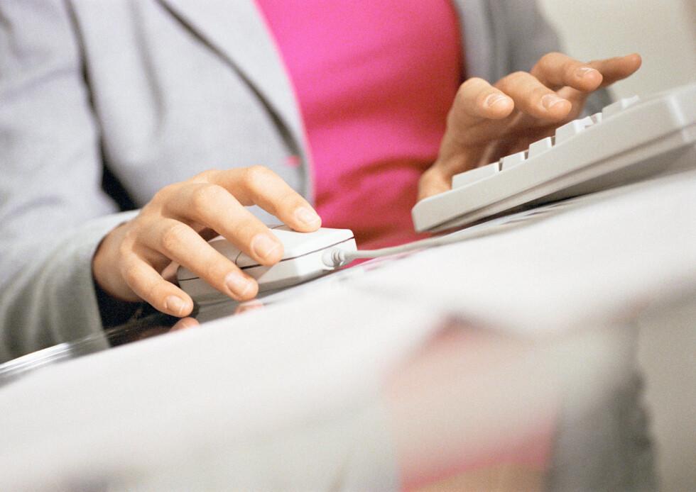 SKITTENT: Både mus og tastatur er skikkelige bakteriebomber og bør steriliseres jevnlig.  Foto: Eric Audras / PhotoAlto