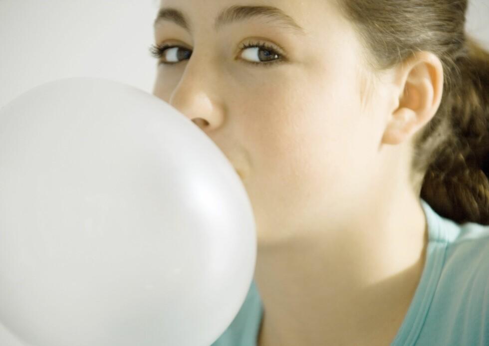 DROPP TYGGISEN: Sukkerfri tyggis, eller andre pastiller og den slags som inneholder kunstige søtningsstoffer i form av sukkeralkoholer, kan forårsake luftsmerter.  Foto: Laurence Mouton / PhotoAlto