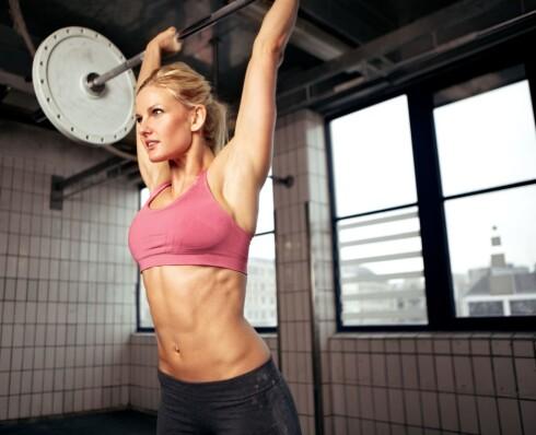 <strong>TRENING ALENE ER IKKE NOK:</strong> Hvis du vil ned i vekt, må du kombinere treningen med et sunnere kosthold, forteller Jeanette Roede.  Foto: Colourbox