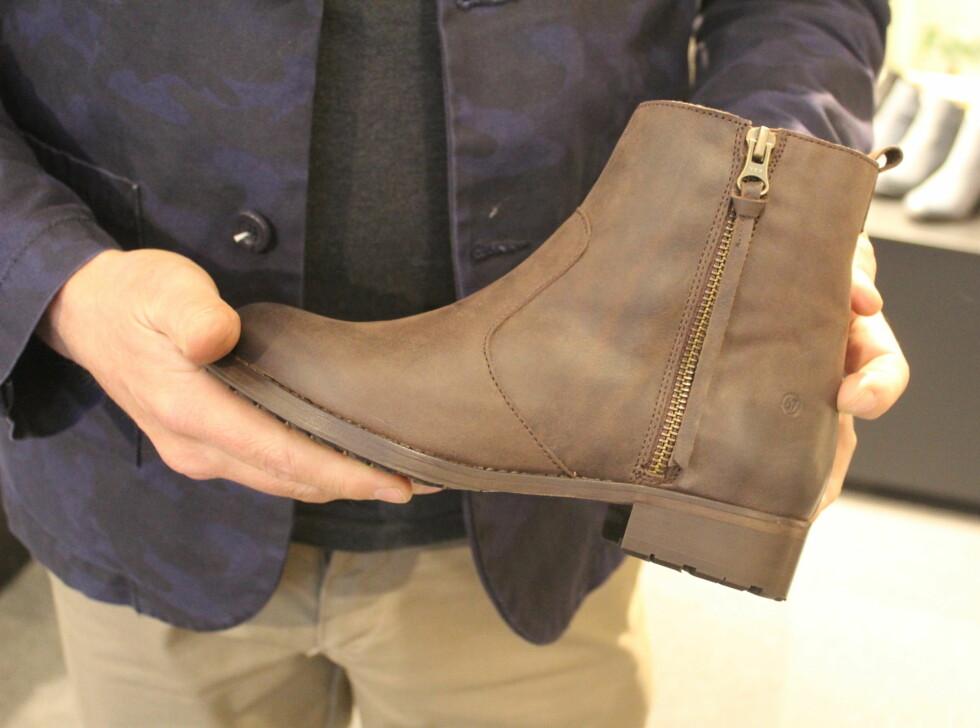 """MINIMALISTISK: Skomerket Sixtyseven satser på """"Clean Cut"""" og minimalt med detaljer. Ønsker du å fremstå som mer spennende, kan du gå for en """"silvercut"""" på hælen eller en spennende. Denne skoen er skandinavisk og stilren. Foto: Benedicte Haugaard"""