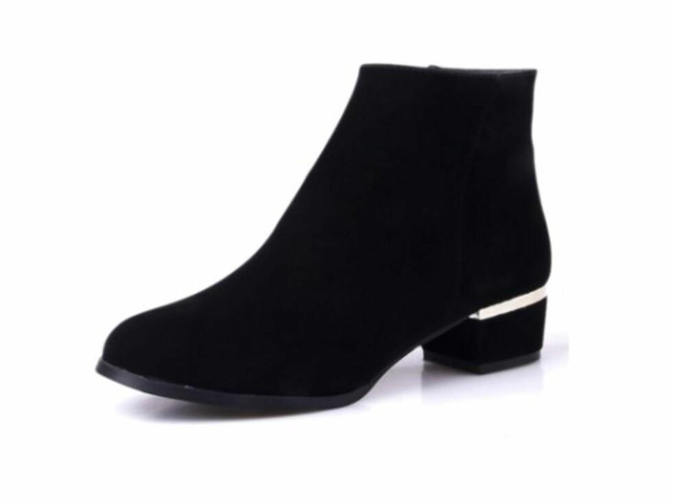 SILVERCUT: Disse skoene fra Aliexpress.com byr på cleancut, silvercut-detalj og minimalt med pynt. Foto: Produsenten