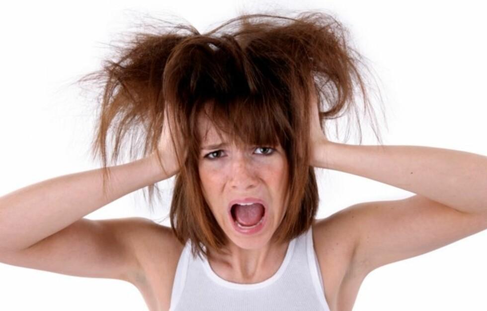 <strong>TØRT HÅR:</strong> Mange kvinner opplever at håret deres blir tørt spesilet i vintermånedene. Foto: Thinkstock