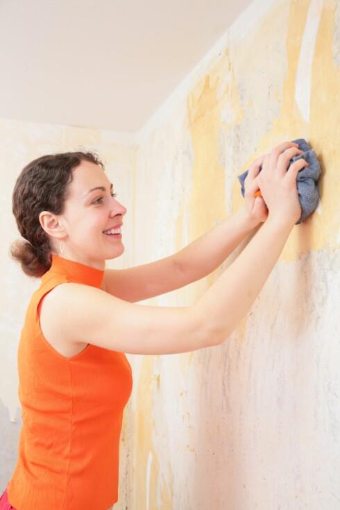 HUSK VEGGER OG TAK: Det kan være veldig lurt å vaske over vegger og tak på kjøkkenet regelmessig, da mye fett og smuss setter seg her.  Foto: Thinkstock
