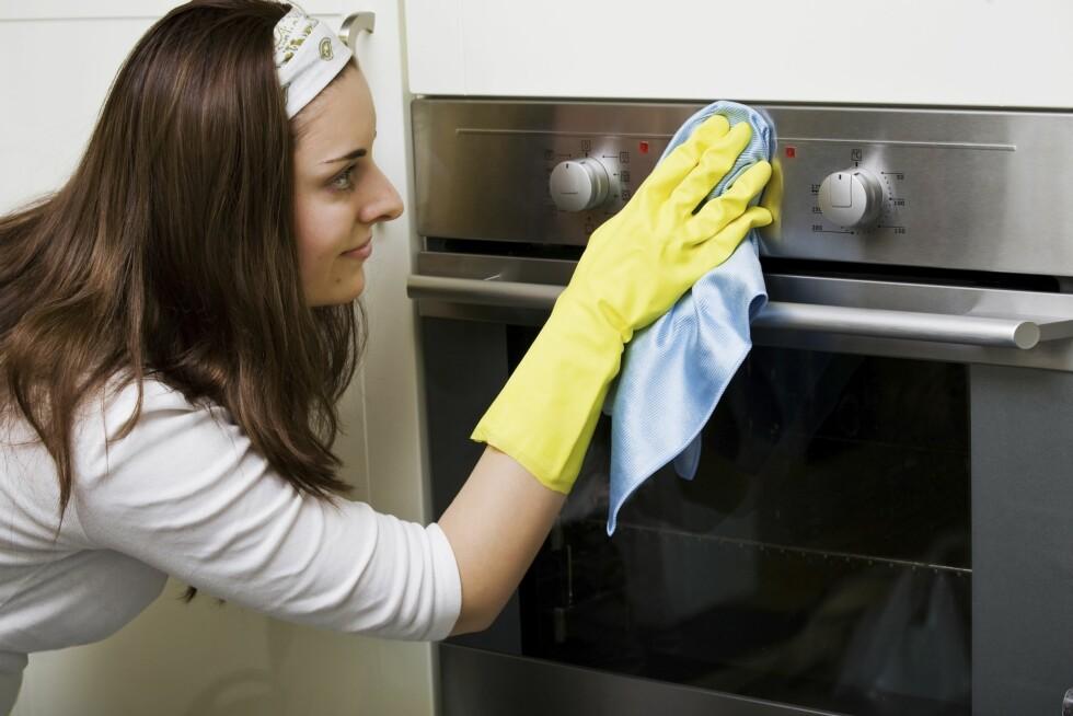 HUSK KNOTTENE: Husk å ta over knottene på ovnen. Her samler det seg MYE bakterier etterhvert...  Foto: Thinkstock
