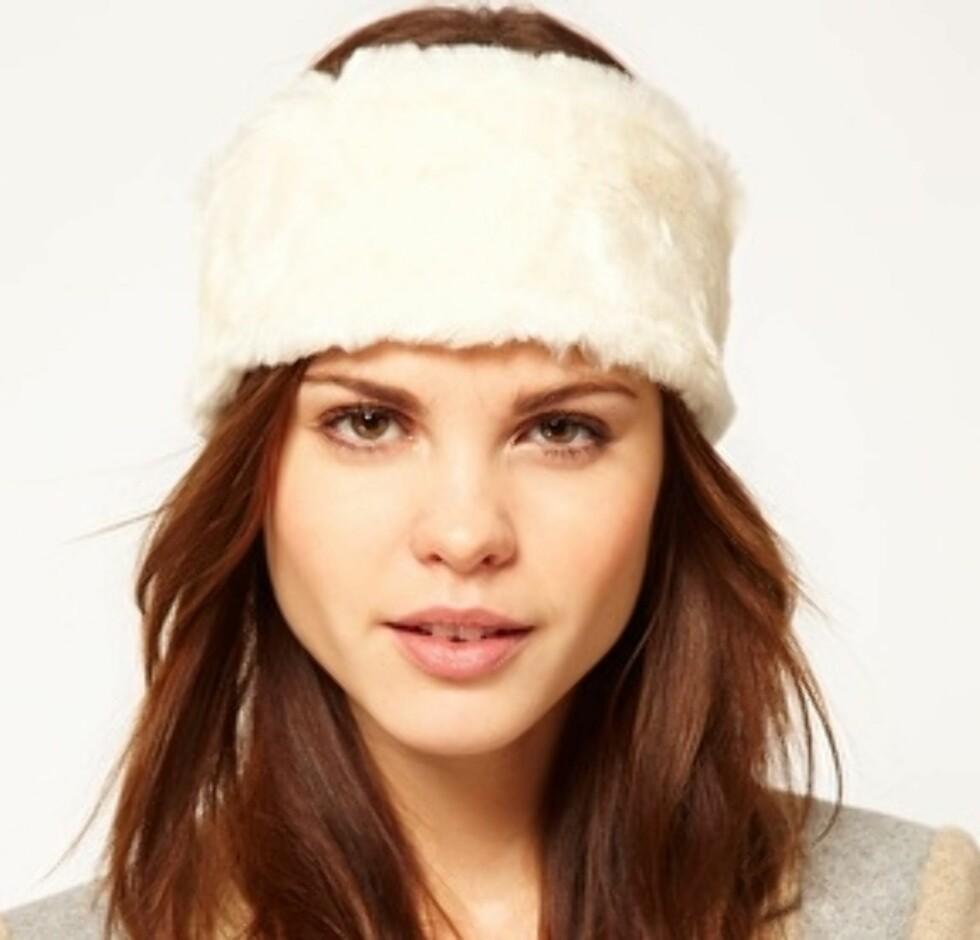 Hvitt pannebånd i fuskepels. Fås hos asos.com til 186 kroner. Foto: Produsenten
