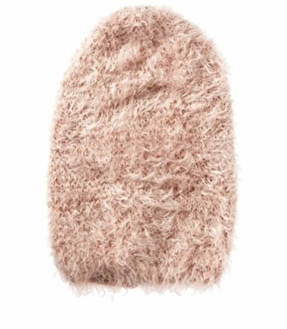 Fluffy strikkelue i rosa. Fås hos asos.com til 83 kroner.  Foto: Produsenten