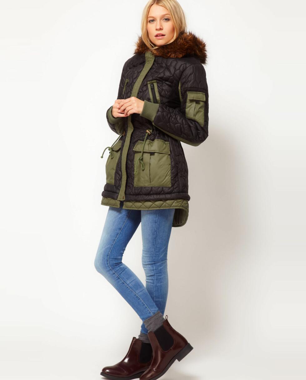 Sort og militærgrønn jakke fra Asos.com kr 775,- Foto: Produsenten