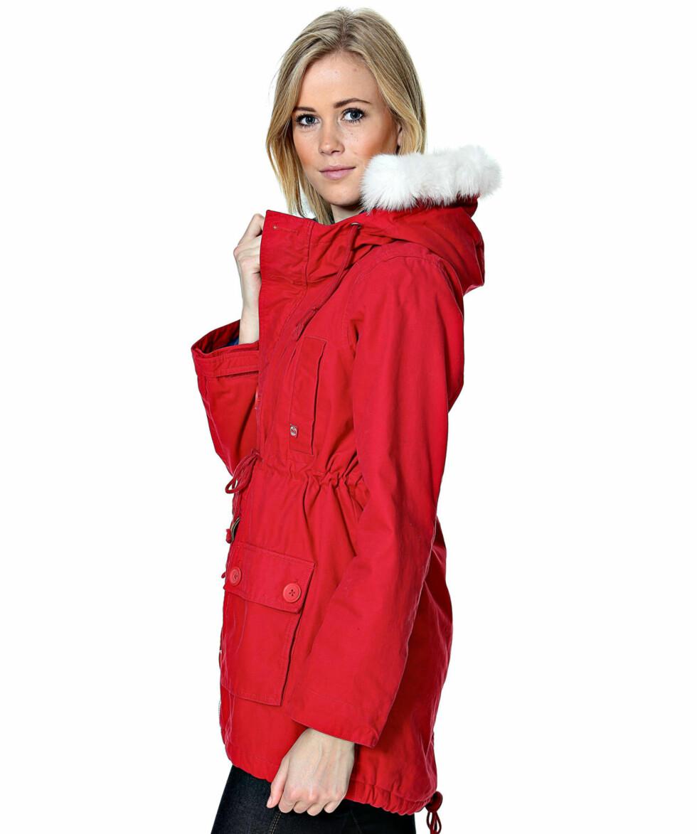 Rød Danefæ-jakke fra smartgirl.no kr 1319,- Foto: Produsenten