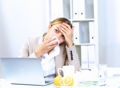 BLI HJEMME: Ikke gå på jobb om du er sjaber i formen. Foto: Colourbox