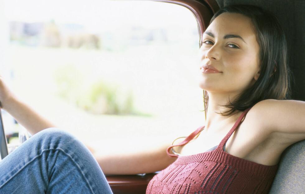 KVALM I BILEN? Begynner du å kjenne kvalmen kommme? I denne saken får du tips til hvordan du unngå å bli bilsyk på lange reiser. Foto: AltoPress / Maxppp
