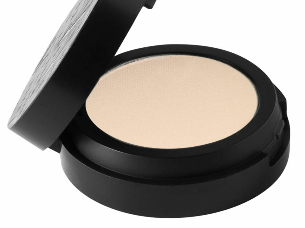 Microshadow-øyeskyggen Vanilla fra Make Up Store. Den er finere malt enn et pudder og legger seg derfor mindre i fine linjer og rynker, kr 140. Foto: Produsenten