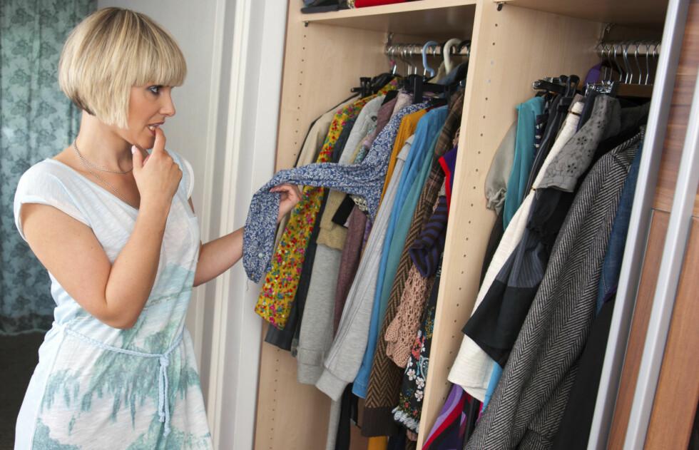 PÅ TIDE MED EN LITEN OPPRYDNING? Det er ingen vits at klesskapet ditt er fylt opp med en masse plagg du ikke vil bruke.  Foto: Thinkstock.com