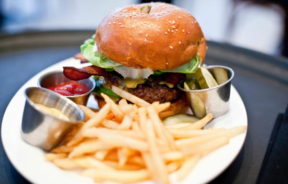 KUTT NED PÅ JUNK FOOD: Selv om det bare er en gang i blant vil det har stor effekt på kroppen din.  Foto: Thinkstock.com