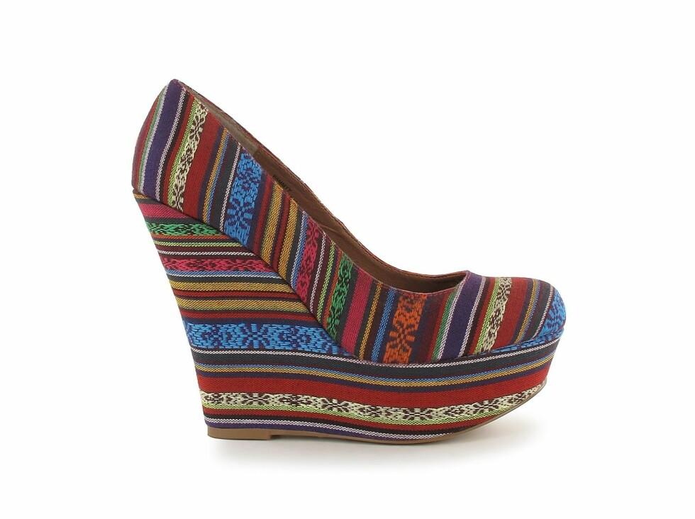 Denne skoen er omtrent det eneste du trenger til festantrekket (kr 899/Steve Madden/nelly.com).  Foto: Produsent