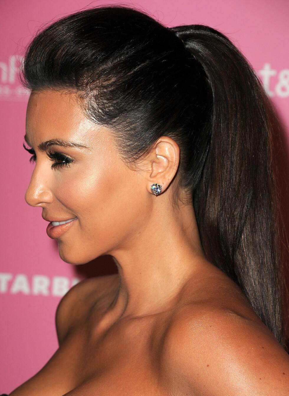 Kim Kardashian skrubber seg med sukker. Foto: All Over Press