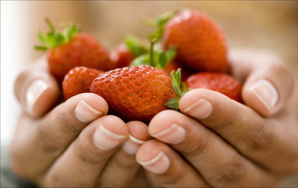 GOD GRUNN TIL Å SPISE BÆR: Blant annet kan jordbær bidra til sunnere blodårer. Foto: Getty Images/Pixland