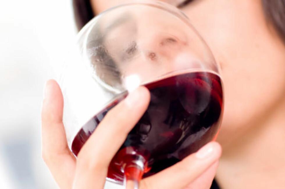 NYT ET GLASS VIN: Det har nemlig mange helseegenskaper, men det lønner seg og ikke overdrive inntaket.  Foto: Thinkstock.com